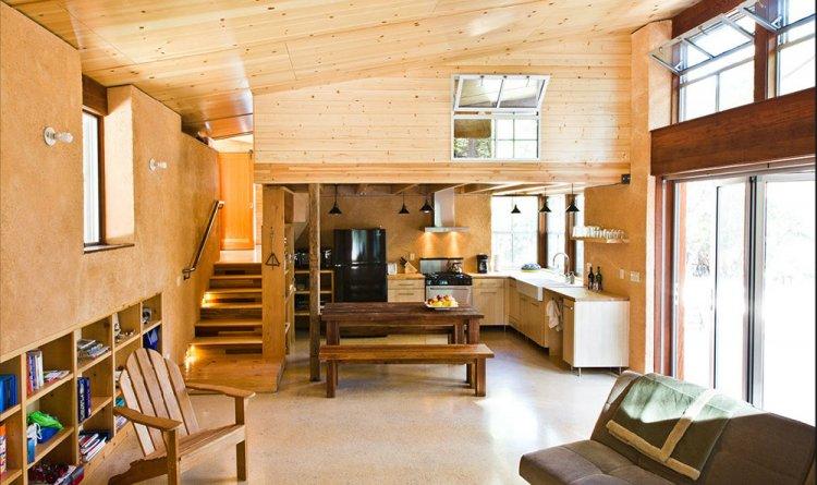 Interiorul unei case din lemn