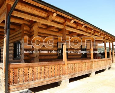 Case din lemn rotund de la Loghome