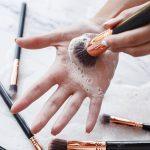 Cum să îţi cureti corect pensulele de makeup