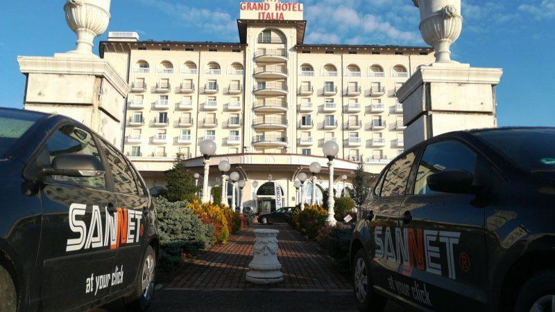 Masinile SANNET in fata la Grand Hotel Italia Cluj Napoca