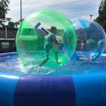 Beneficiile jocului in apa pentru copii
