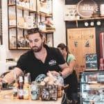 Cafeaua are alt gust la Okfea în București