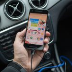 Încărcătorul auto pentru telefon – unul dintre cele mai importante accesorii pe care trebuie să le dețină un șofer